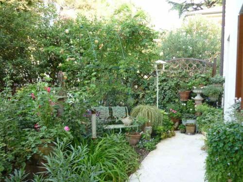 Piccoli giardini una stanza all aperto di poco meno di for Costruire una stanza all aperto