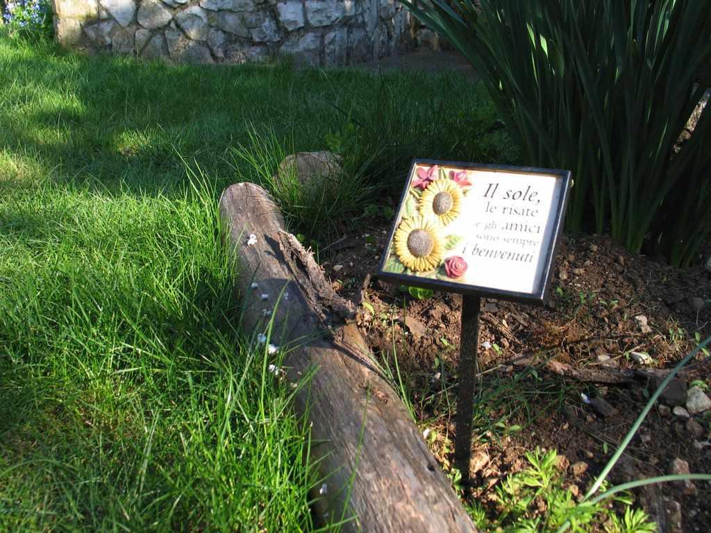 Il giardino cintioli amici in giardino for Cartellini per piante