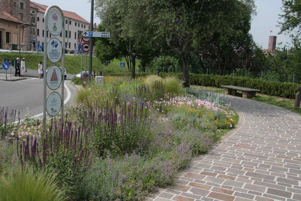 Amici in giardino giardinaggio e dintorni giardinaggio for Foto giardini e aiuole