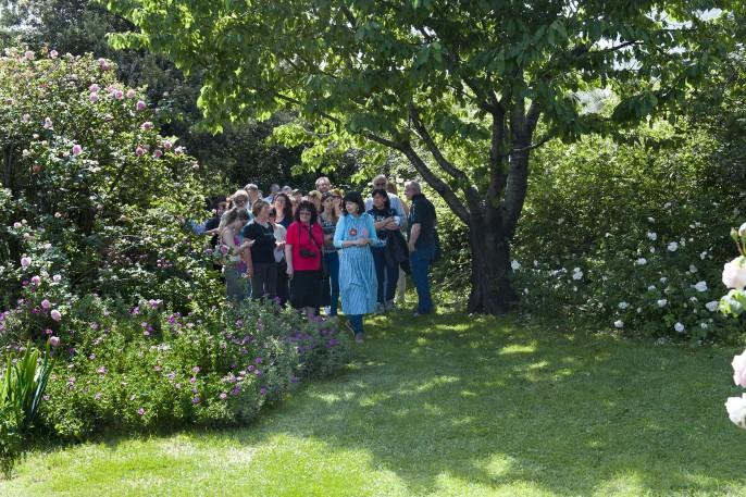 visitatori in giardino